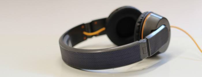 OnBeat Solar Headphones, Share iPhone Battery With Others