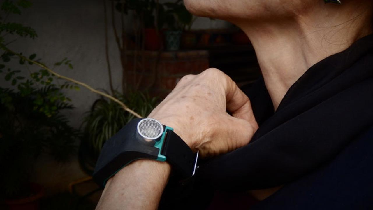 6 App Smart Gadgets for the Blind -
